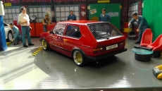 VW Golf I GTI, Rot , 1982 mit Ronal racing Echtaluminium Felgen 1:18