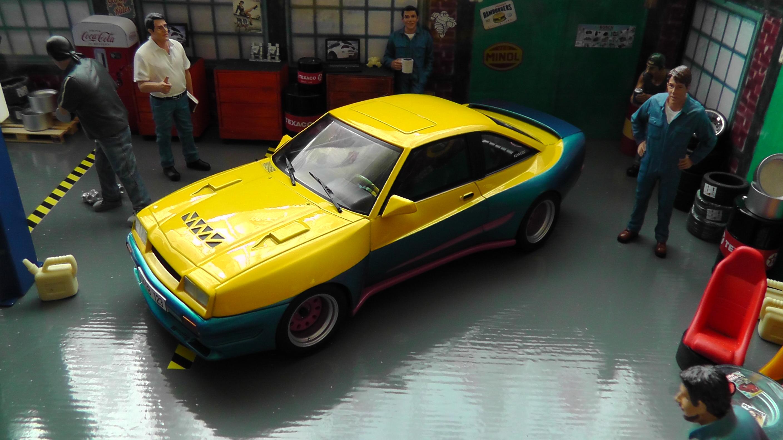 "Opel Manta B Mattig /""Manta Manta/"" 1991 gelb//blau MCG Modellauto 1:18"