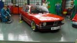 BMW 318i (E21), 1975, rot mit BBS E 49 Echtalufelgen  1:18
