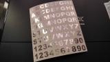 52 Buchstaben und 20 chrome Klebezahlen 1 cm Hoch Aufkleber Silber Chrom
